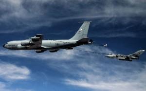 A USAF KC-135R refuels an RAF Tornado GR.4. (USAF)