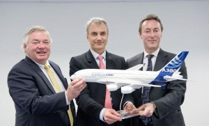 (l-r) Airbus COO Customers John Leahy, Amadeo CEO Mark Lapidus, and Airbus CEO Fabrice Bregier at the order signing ceremony at the Singapore Airshow. (Airbus)