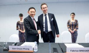 SIA CEO Goh Choon Phong  and Airbus CEO Fabrice Bregier at the signing of the joint-venture agreement. (Airbus)