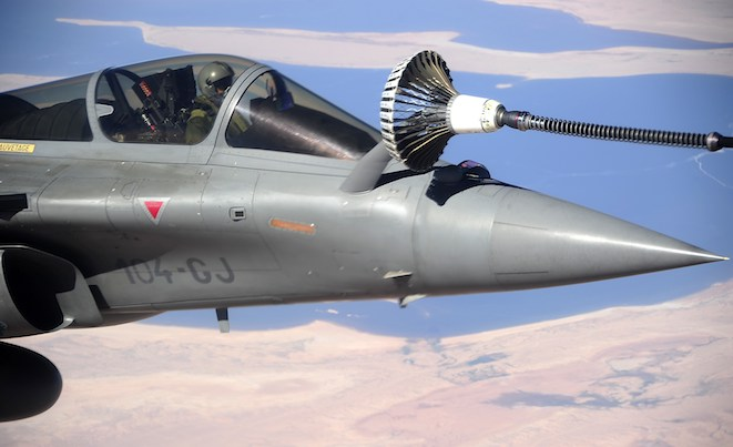A Rafale refuels from the RAAF KC-30. (Defence)