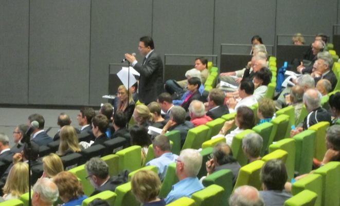 Independent Senator Nick Xenophon speaks at the Qantas AGM (