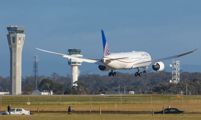 United 787-9 N38950 about to touch down in Melbourne on Tuesday morning. (Bernie Proctor)
