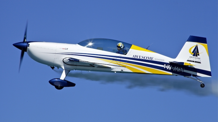 Australian aerobatic pilot Dieter Ebeling in his Extra 330LX. (Awesome Aviation)