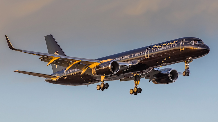 A Boeing 757-200 G-TCSX on approach to Sydney Airport. (Bernie Proctor)
