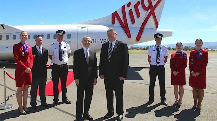 Virgin Australia chief executive John Borghetti and Tamworth Regional Council mayor Col Murray. (Tamworth Council)