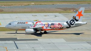 Jetstar Airbus A320 VH-VQG featuring Snoopy, Charlie Brown and friends. (Brian Wilkes)