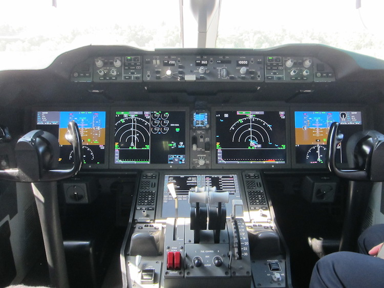 Scoot 7879 9V-OJF flightdeck at Singapore Airshow.