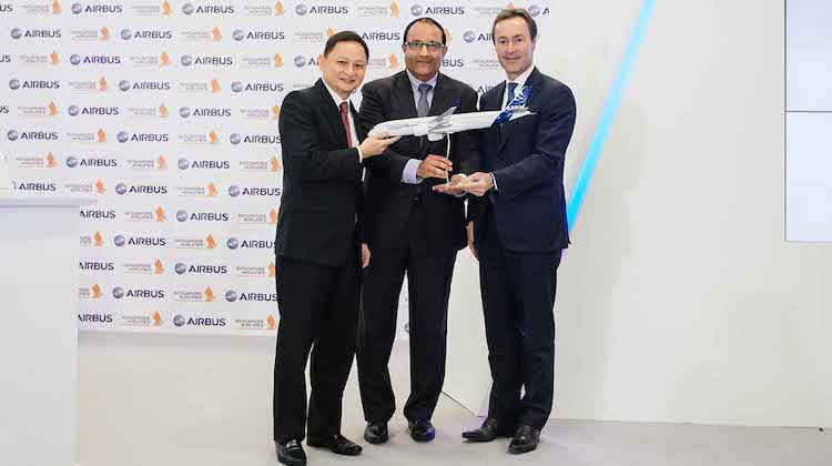 Singapore Airlines chief executive Goh Choon Phong, Singapore Minister for Trade and Industry S Iswaran and Airbus chief executive Fabrice Bregier. (Airbus)