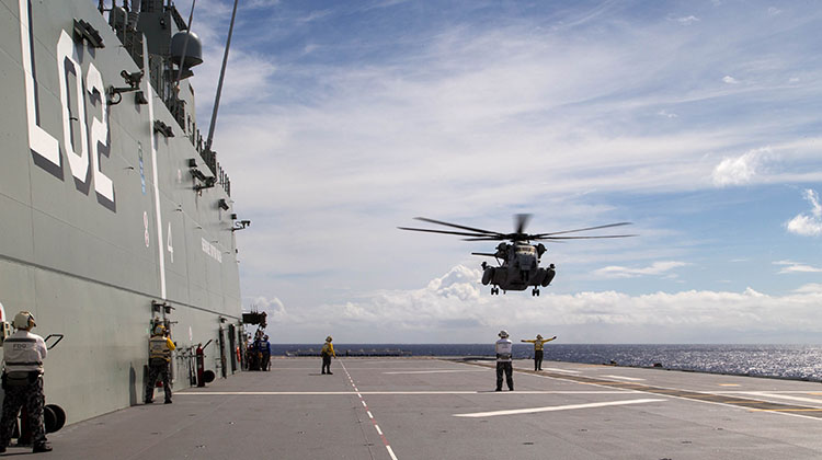 A United States Marine Corps CH-53E Super Stallion helicopter from Marine Heavy Helicopter Squadron 463 lands on the flight deck of HMAS Canberra off the coast of Hawaii during Exercise Rim of the Pacific (RIMPAC) 2016.