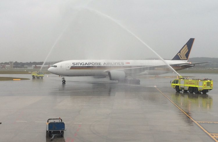 An Airservices ARFF monitor cross welcomes Singapore Airlines' inaugural flight to Canberra. (Gerard Frawley)