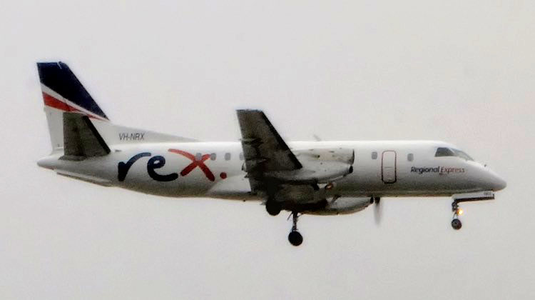Saab 340B VH-NRX on short final to Sydney's runway 16R after losing its right hand side propeller. (Damien Aiello)
