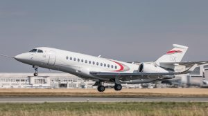 The first flight of the Falcon 5X takes off. (Dassault Aviation)