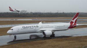 Qantas Boeing 787-9 VH-ZNA heads to Hangar 96. (James Morgan/Qantas)