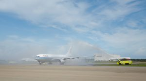 Air China Airbus A330-200 B-6113 receives a traditional welcome at Brisbane Airport. (Sarah Whyte/Brisbane Airport)