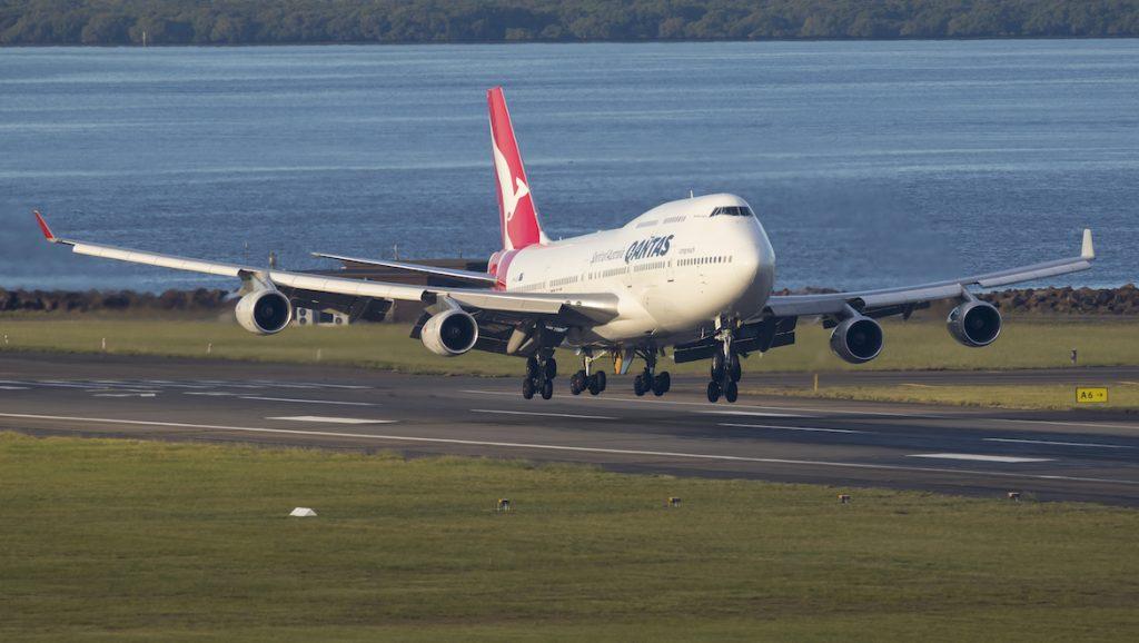 Qantas Boeing 747-400 VH-OJS landing at Sydney Airport. (Seth Jaworski)