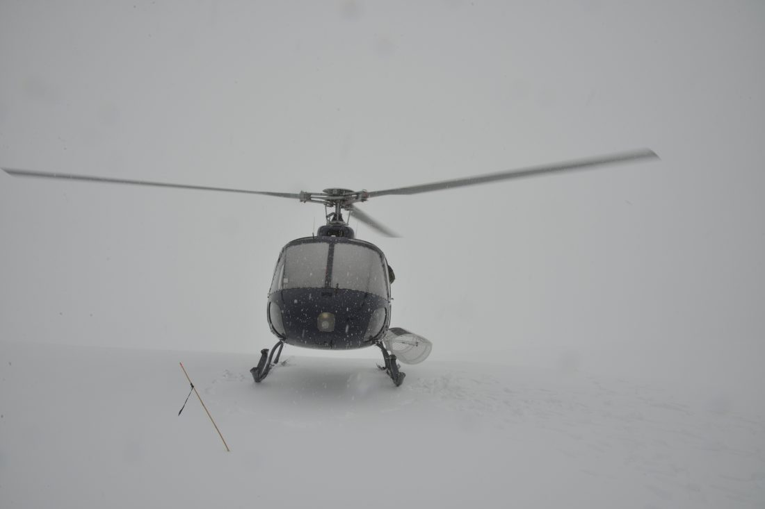 The crash helicopter pictured parked on Chancellor Glacier. (NZ TAIC)