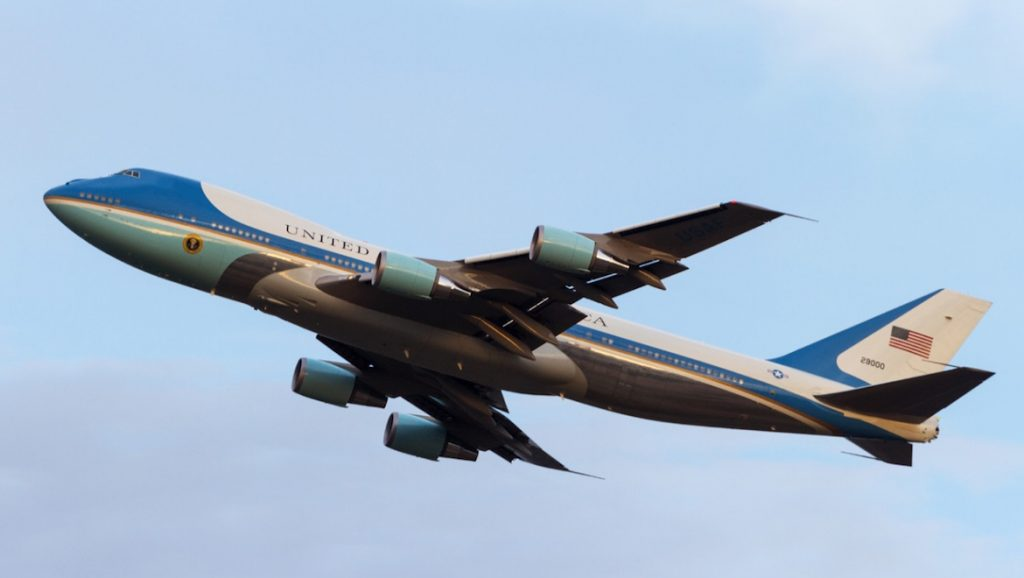 """VC-25A 92-9000 """"Air Force One"""" departs Amberley on November 16. (Alexander Watts)"""