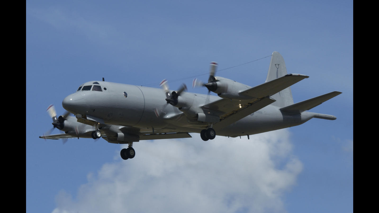 Images from RNZAF Base Auckland Open Day 2007. Orion NZ4205 drops a MADD pack and flies a display for the crowd.