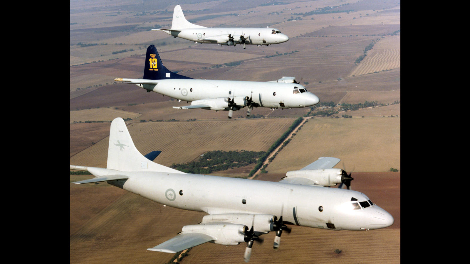 AFIR No: G692K Classification: unclass WHO: WHAT: 3 SHIP FORMATION OF P3'S OVER NORTHERN TRAINING AREA WHEN: 23 FEB 2000 WHERE: RAAF Base Edinburgh WHY: